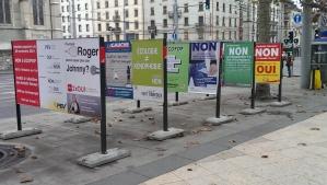 Billboards advocating or opposing the 3 November 30 referenda issues